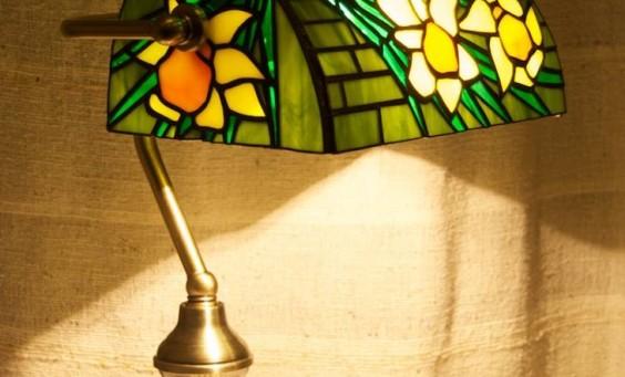 Bank lámpa Tiffany üvegből